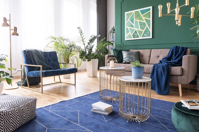 Zielono niebieski salon w mieszkaniu